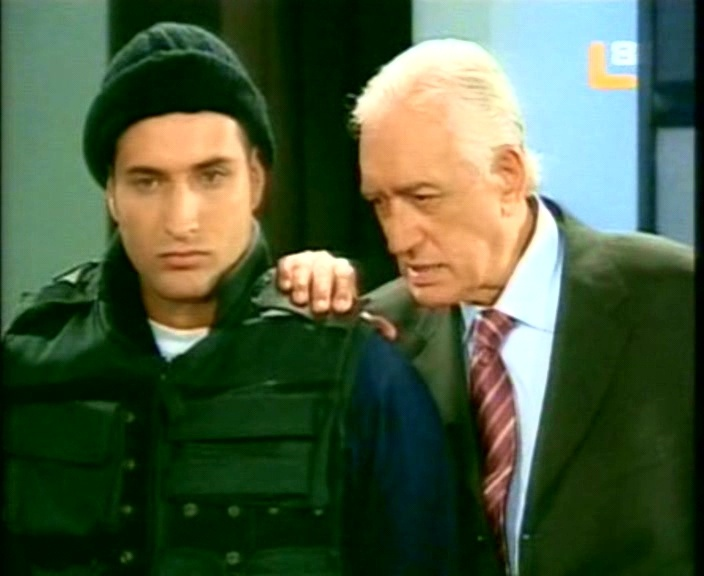 http://telenovellaslatinos.narod.ru/skrin/skrin_camaleona/1_2/1_telenovella_camaleona_50.JPG
